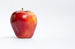 белизна изолированная яблоком красная Стоковое Изображение