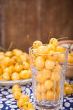 белизна изоляции вишни сладостная стоковое фото