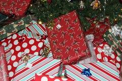 белизна изоляции подарков рождества Стоковое Изображение