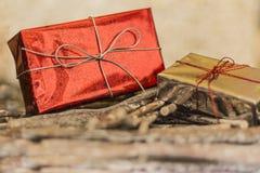 белизна изоляции подарков рождества Стоковое фото RF