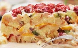 белизна изоляции плодоовощ торта Стоковая Фотография RF