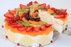 белизна изоляции плодоовощ торта стоковое изображение