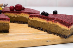 белизна изоляции плодоовощ торта Стоковые Фотографии RF