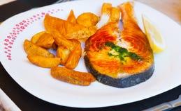 белизна картошек предпосылки изолированная humpback salmon Стоковые Изображения
