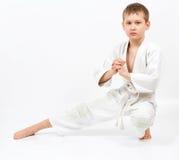 белизна кимоно карате бой мальчика Стоковая Фотография