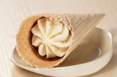 белизна конуса cream изолированная льдом Стоковая Фотография RF
