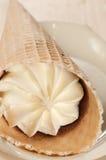 белизна конуса cream изолированная льдом Стоковое фото RF