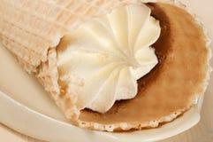 белизна конуса cream изолированная льдом Стоковое Фото