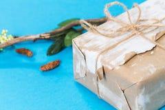 белизна коробки изолированная подарком Стоковая Фотография