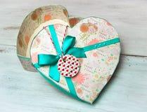 белизна коробки изолированная подарком Стоковые Изображения