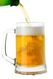 белизна кружки предпосылки изолированная пивом Стоковая Фотография RF