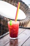 белизна клубники коктеила предпосылки изолированная льдом Стоковые Фотографии RF