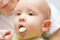 белизна макарон еды предпосылки младенца сырцовая стоковая фотография
