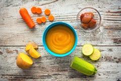 белизна макарон еды предпосылки младенца сырцовая Стоковые Фото