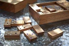 белизна домино предпосылки изолированная игрой Стоковая Фотография RF