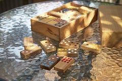 белизна домино предпосылки изолированная игрой Стоковое Изображение