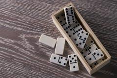 белизна домино предпосылки изолированная игрой Стоковая Фотография