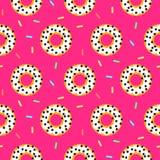 Белизна донута на розовой сладостной безшовной картине Стоковое Изображение RF