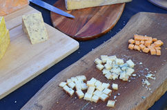 белизна доски предпосылки изолированная сыром Стоковая Фотография RF