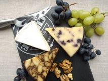 белизна доски предпосылки изолированная сыром Стоковое Фото