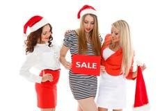 белизна покупкы сбывания девушки рождества предпосылки счастливая Стоковые Фотографии RF