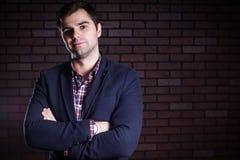 белизна портрета человека куртки предпосылки красивая изолированная Стоковое фото RF