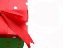 белизна подарка коробки предпосылки Стоковые Изображения