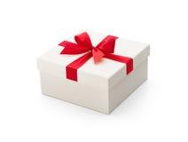 белизна подарка коробки смычка красная Стоковое фото RF