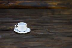 белизна поддонника кофейной чашки пустая Стоковая Фотография RF