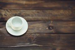 белизна поддонника кофейной чашки пустая Стоковое фото RF
