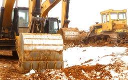 белизна предмета машинного оборудования конструкции предпосылки изолированная землечерпалкой Стоковое Фото