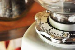 белизна предпосылки изолированная механизмом настройки радиопеленгатора Стоковое Фото