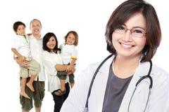 белизна предпосылки изолированная доктором медицинская излишек сь Концепция здравоохранения семьи Стоковое Изображение