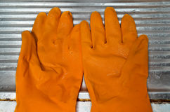 белизна предпосылки изолированная перчатками резиновая Стоковые Изображения RF