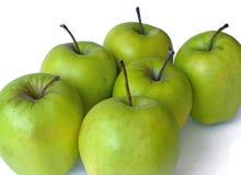 белизна предпосылки яблок изолированная зеленым цветом Стоковое Изображение