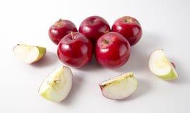 белизна предпосылки яблок красная top Стоковые Изображения RF