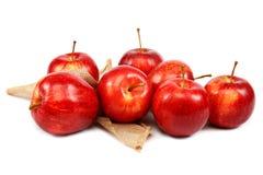 белизна предпосылки яблок свежая красная Стоковое Изображение RF