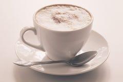 белизна путя кофейной чашки капучино предпосылки изолированная Стоковое Изображение