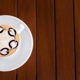 белизна путя кофейной чашки капучино предпосылки изолированная Стоковые Изображения