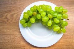 белизна плиты виноградин зеленая Стоковые Фотографии RF