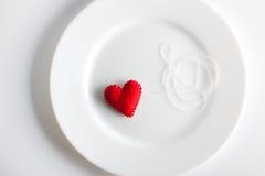белизна плиты сердца красная Концепция Валентинка, красивая предпосылка Стоковые Изображения RF