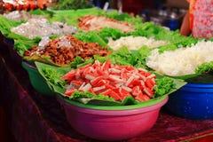 белизна салата плиты ингридиента backround Стоковая Фотография