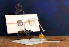 белизна сбора винограда штемпеля предпосылки изолированная габаритом Стоковое Изображение