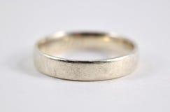 белизна серебра кольца фото предпосылки Стоковое Фото