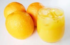 белизна сока свежих фруктов коктеила предпосылки померанцовая Стоковое Фото