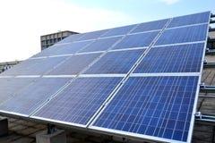 белизна солнца панели энергии изолированная рукой солнечная Стоковые Фото