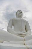 белизна статуи Будды Стоковое Изображение