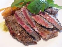 белизна стейка тарелки говядины Стоковые Изображения RF