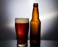 белизна стекла пива изолированная Стоковые Фотографии RF