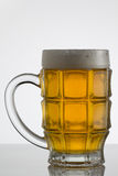 белизна стекла пива предпосылки Стоковая Фотография RF
